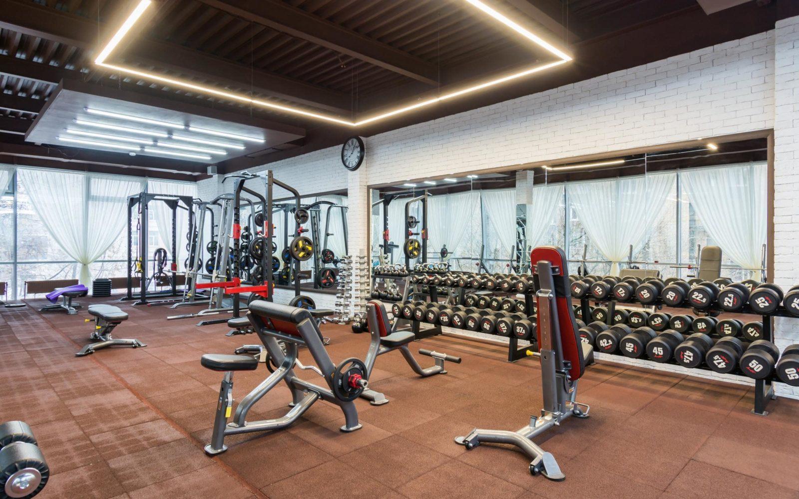 Фитнес-клуб Облака зона свободных весов