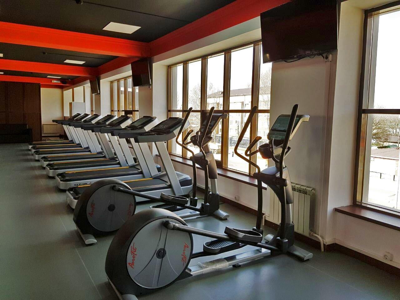 Кардио зона в фитнес клубе на оборудовании AeroFit