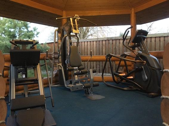 Домашний спортзал в доме (в отдельной беседке)